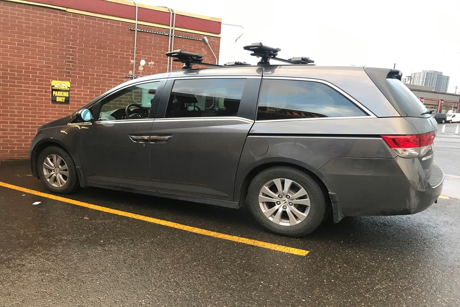 Yakima skyline track system with Jetstream cross bars, Thule Hullaport XT kayak racks and a Curt tow hitch with wiring.