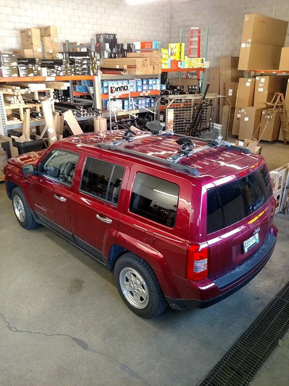 Awesome This Is A 2011 Jeep Liberty Mid Sized SUV With A Thule Areoblade Edge Roof  Rack System With A Yakima Sweet Roll Kayak Carrier.