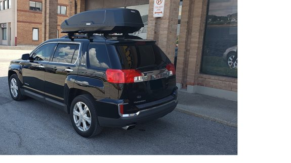GMC Terrain 2018 with the Thule 450R Evo Wingbar Crossbars in Black and the Thule Force XT L Cargo Box