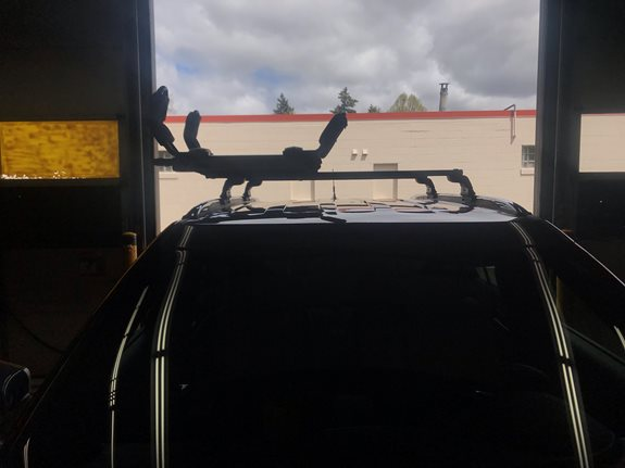 Getting a kayak up onto the roof of SUV's is not an easy feat, that is unless you have the Thule Hullavator. The Thule Hullavator is the perfect solution for those who have troubles loading up their kayak on their own.  The customer of this 2017 Ford Explorer was having those issues until they c