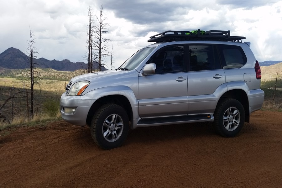 This beautiful 2007 Lexus GX470 got a full Rhino-Rack Pioneer Platform, Backbone and the Rhino-Rack Front/Side rails for a load capacity of 727 lbs.