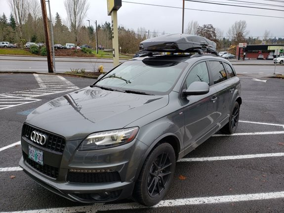 We started with Thule's low profile Aeroblade Edge crossbars and topped it off with their newest and best box they've ever made, the Thule Vector Alpine. We think it looks pretty awesome on this Q7!