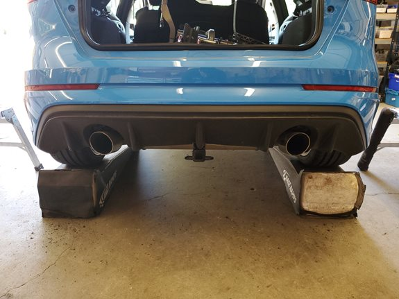 Ford Focus RS Trailers installation