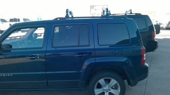 The Thule 5401 Snowcat Ski Rack works great on the 2016 Jeep Patriot